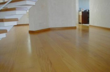 Conheça o piso pronto de madeira grápia