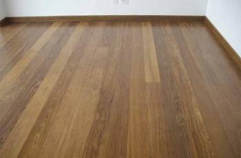 Um bom assoalho para o piso de madeira