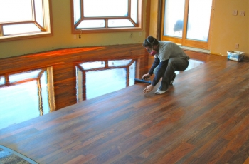 Saiba como pintar seu piso de madeira